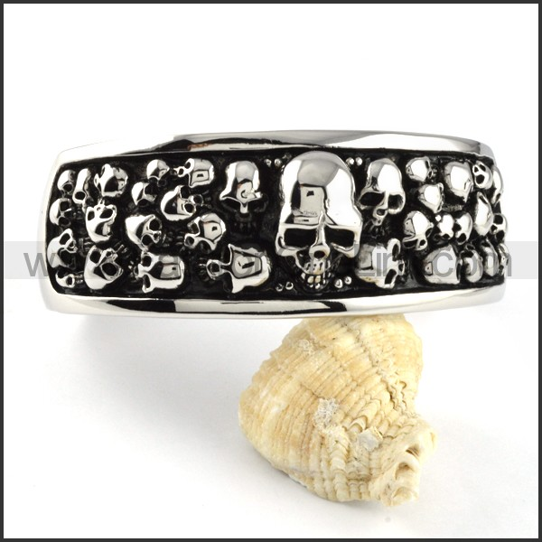 Copious Exquisite Skull Bangle b000096