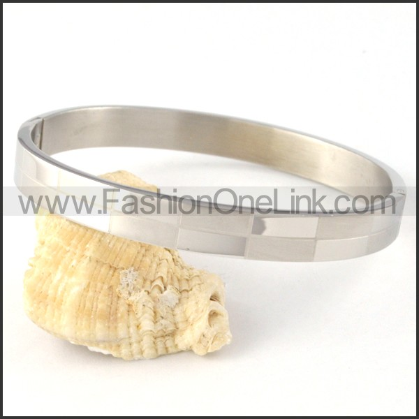 Graceful Stainless Steel Couple Bangle b000404