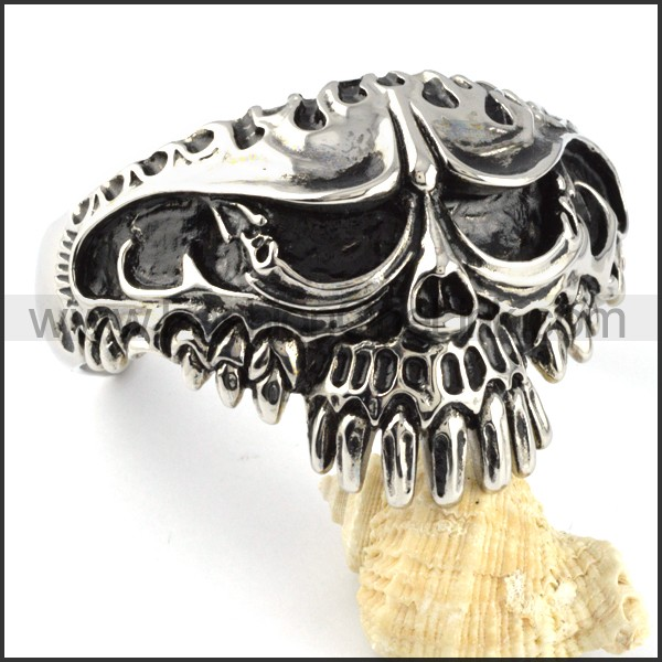 Exquisite Skull Bangle b000099