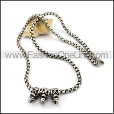 Silver Three Skulls Necklace n001082