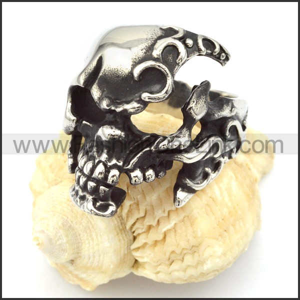 Stainless Steel Broken Design Skull Ring r000326